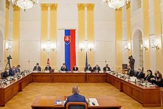 Grilovanie: Pred parlamentným výborom strávili možní generálni prokurátori dlhé hodiny.