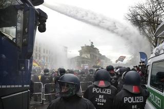 Protestovalo sa aj v centre Berlína.