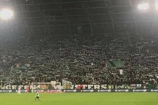 Plné tribúny na zápase Ferencváros Budapešť - Újpest Budapešť.