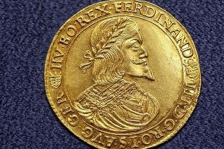 Tento zlatý dukát vyrazili v Kremnici v roku 1642.