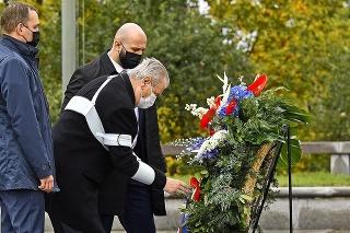 Prezident Miloš Zeman prišiel k pomníku neznámeho vojaka.