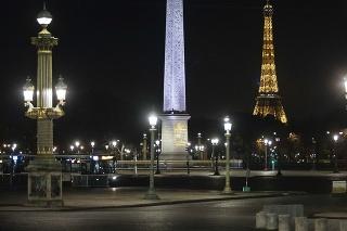 Ulice Paríža sa vyľudnili.