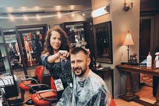 Slovenská barberka sa po rokoch potešila zo stretnutia so slovenským hokejistom Tomášom Tatarom.