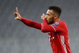 Hráč Bayernu Corentin Tolisso oslavuje tretí gól do bránky Atletico Madrid.