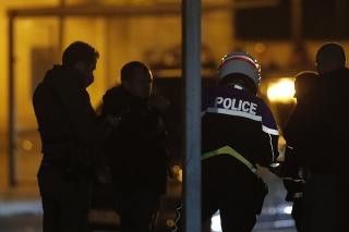 Útok sa odohral okolo 17.00 h neďaleko školy v meste Conflans-Saint-Honorine v Paríži.