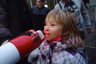 Svoje si zakričalo aj malé dievčatko.