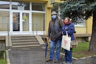Vladimír (62) sprevádzal Helenu (64) na vypočúvanie na obvodné policajné oddelenie v Šaci.