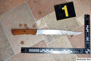 Mladík muža bodal nožom.
