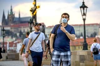 Česko hlási rekordné počty chorých, Praha je v červenom pásme.