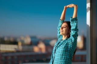 Slnečné žiarenie a strava často na dostatočnú hladinu vitamínu D v organizme nestačia.