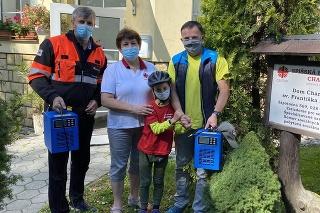 Igor Janckulík a členovia  dobrovoľného oravského  záchranného systému  požičali charite ozonéry  na dezinfekciu ešte 12. septembra.