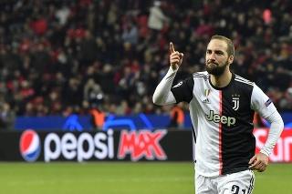 Útočník Juventusu Higuain by sa mal stať posilou tímu Davida Beckhama.
