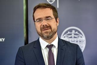 Minister Marek Krajčí po novom oznamuje nové opatrenia v krajine namiesto Matoviča.