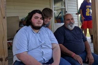 Dylan (vľavo) predtým, ako sa pustil do chudnutia.