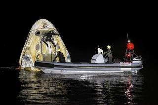 Zo zálivu ich vytiahol pripravený záchranný tím.