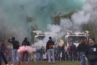 Belgická polícia rozohnala protest mladých ľudí proti lockdownovým pravidlám.