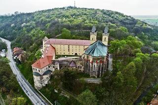 Predlohou bol najstarší benediktínsky kláštor na Slovensku.