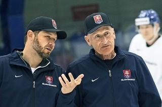 Trénerovi Ramsaymu tentoraz Lašák (vľavo) na šampionáte nepomôže. Šampionát bude sledovať v televízii.