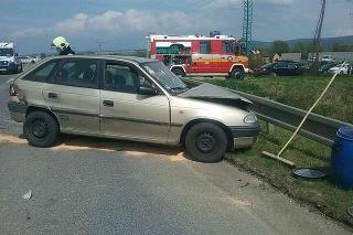 Dopravná nehoda troch vozidiel pri Piešťanoch.