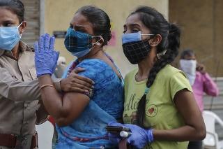 Z príbehov Indov, ktorých zasiahol koronavírus, mrazí.