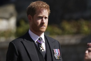 Pohreb princa Philipa.  Na fotke princ Harry.