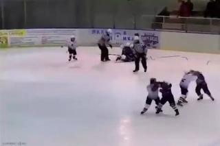Hromadná hokejová bitka v Rusku: Deti sa mlátili ako zmyslov zbavené