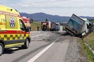 Dopravná nehoda na obchvate Žiaru nad Hronom si vyžiadala jednu obeť.