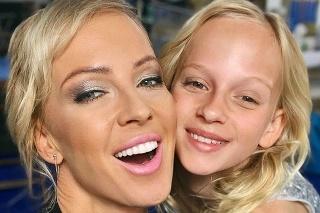 S dcérkou: Blonďavá Salma zdedila po mame umelecké vlohy.
