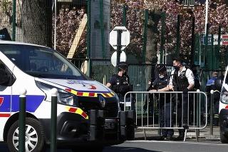 V súvislosti s útokom v Rambouillet zadržali troch ľudí.