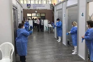 Veľkokapacitné očkovacie centrum v Šali.