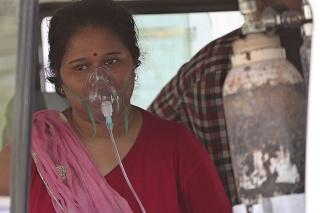 India dlhodobo prehráva boj s koronavírusom.