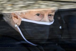 Kráľovná počas pohrebu milovaného manžela