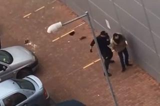 Zákrok policajta bol zaznamenaný na video.