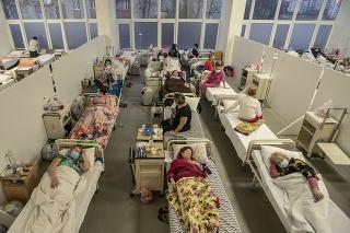 Pacienti s covidom v nemocnici v meste Ľvov.