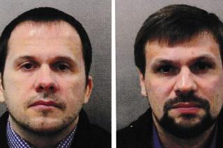 Agenti GRU Anatolij Čepiga a Alexander Miškin, ktorí majú stáť za výbuchom v Česku.