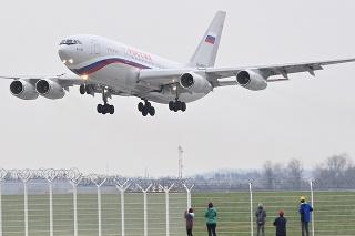Vládny špeciál Iľjušin 96-300 s vyhosteným ruskými diplomatmi a ich rodinami odletel 19. apríla 2021 po 17. hodine z pražského letiska do Moskvy.
