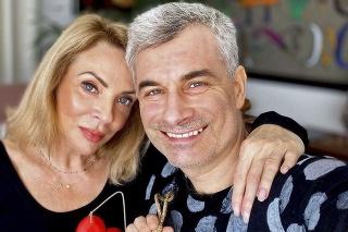Herečka má po boku partnera  Braňa Kostku.