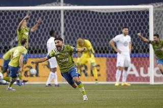 Futbalista Seattlu Cristian Roldan sa teší po strelení gólu vo finále play off Západnej konferencie MLS  Seattle Sounders - Minnesota United v Seattli v pondelok 7. decembra 2020.