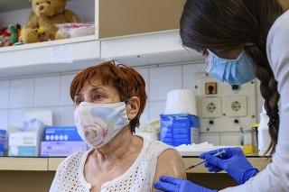 Očkovanie odmieta už iba 18 percent Maďarov.