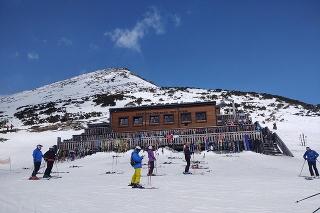 """Po vyše sto dňoch """"koronového spánku"""" sa prebúdzajú  aj lyžiarske svahy a lanovky."""