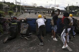Protesty proti návrhu daňovej reformy si v Kolumbii doteraz vyžiadali 17 mŕtvych.