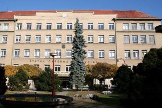 Zlomenú nohu museli policajtovi Ivanovi operovať vskalickej nemocnici.