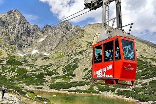 Lanovka: Výhľad z 2634 m vysokého Lomnického štítu patrí k najvyhľadávanejším atrakciám Vysokých Tatier.