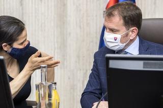 Ministerka spravodlivosti SR Mária Kolíková (Za Ľudí) a premiér SR Igor Matovič (OĽaNO) počas zasadnutia Ústredného krízového štábu.