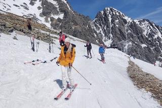 Lomnické sedlo je od nedele jedinou lyžiarskou zjazdovkou, ktorá je ešte v prevádzke.