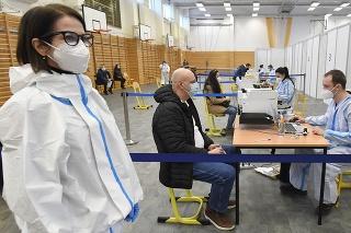 Veľkokapacitné krajské očkovacie centrum proti ochoreniu COVID-19 v priestoroch Strednej odbornej školy na Ostrovského 1 v Košiciach 27