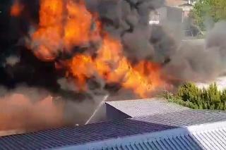 V Bratislave vypukol mohutný požiar.