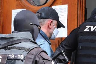 Bývalého šéfa protikorupčnej jednotky Róberta K. ponechal sudca vo väzbe.
