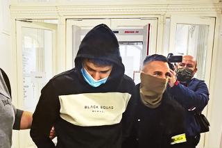 Jána krátko po pôvodnom obvinení z vraždy vzal sudca do väzby.
