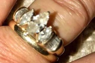 Nájdený prsteň si žena nechala upraviť na mieru, aby jej sadol (zdroj: facebook)
